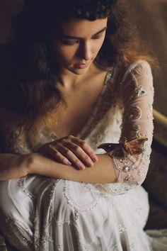 Y me tocas cual mariposa se posa en mi piel...suave y delicada buscando la miel y el abrigo para que sigan brillando tus alas Cielo Mio ()