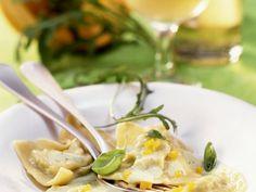 Kürbis-Ravioli mit Pesto ist ein Rezept mit frischen Zutaten aus der Kategorie Kochen. Probieren Sie dieses und weitere Rezepte von EAT SMARTER!