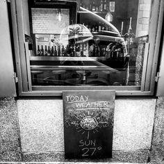 Comparte tus fotos del barrio con nosotros utilizando el #condeduquegente @jack.percoca  Jack is stronger than rain ! #whoisjack #jackpercoca #bemorejack #condeduque14 #condeduquegente #condeduque #malasaña #madrid #italianamerican #lunch #pasta #pizza #prohibition #cocktails