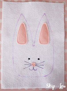 Looking for a creative way to give Easter treats? This felt bunny treat bag would make the perfect little favor for Easter dinner or as a take-home party favor. Easter Crafts For Seniors, Easter Gifts For Kids, Easy Sewing Projects, Craft Projects, Felt Projects, Craft Ideas, Treat Bags, Gift Bags, Bunny Bags