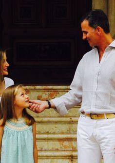 King Felipe, Queen Letizia, Princess Leonor, and Infanta Sofia having a photograph lesson 05.08.2014
