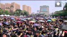 VIDEO: Multitudinaria protesta en Taiwán contra un pacto comercial con China - http://uptotheminutenews.net/2014/03/30/latin-america/video-multitudinaria-protesta-en-taiwan-contra-un-pacto-comercial-con-china/