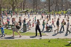 Chockablock: Frog Pond on Boston Common appears ram packed in another of Pelle Cass's brilliant shots Time Lapse Photography, Photography Camera, Creative Photography, Photography Tips, Street Photography, Photography Tutorials, Boston Common, Pixel Size, Exposure Time