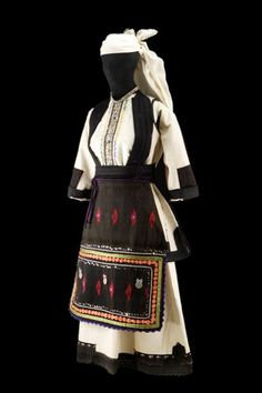 Gorni Bitolski Sela, c. Young Brides, Old Treasures: Macedonian Embroidered Dress © 2012 Museum of International Folk Art, New Mexico, USA Folk Costume, Costume Dress, Historical Costume, Historical Clothing, Period Costumes, Bulgaria, Fashion History, Traditional Dresses, Folk Art
