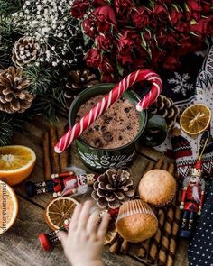 Looking for for ideas for christmas wallpaper?Navigate here for perfect Xmas inspiration.May the season bring you peace. Christmas Coffee, Christmas Mood, Little Christmas, Christmas Wreaths, Hygge Christmas, Country Christmas, Christmas Background, Christmas Wallpaper, Pastries