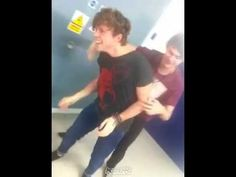 The ultimate piggy back race off all time #5sosultimaterace #cake #mashton - YouTube, best keek ever!