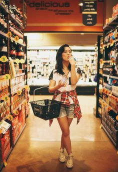 some fun senior pics in a grocery store  jessica janae photography