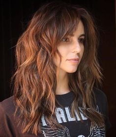layered hair Layered Copper Brown Cut for Thick Hair Long shag hairstyles for women come in all shapes and lengths, but when you need one for thick hair, a choppy cut with layers thro Curly Hair With Bangs, Haircut For Thick Hair, Long Curly Hair, Long Hair Cuts, Curly Hair Styles, Thick Long Hair, Short Wavy, Long Layered Hair Wavy, Haircut In Layers
