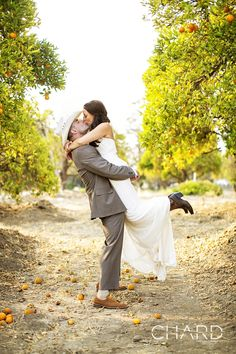 Country kissin'! I love everything about this! #wedding #photography #country