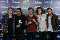 The boys posing backstage with their awards at Los 40 Principale Awards - 12/12/14