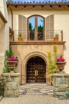 MILEY CYRUS TOLUCA LAKE COMPOUND | TOLUCA LAKE, CA | Luxury Portfolio International Member - Dilbeck Real Estate