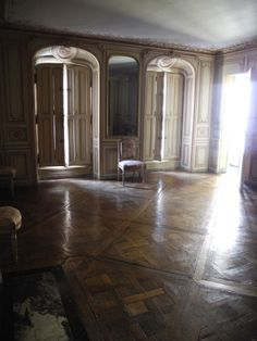 Château de Versailles: apartment of Madame du Barry, mistress of Louis XV. On the floor, a refined parquetry, typical of Versailles' rooms.