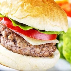 Classic Beef Burger Perfect BBQ food (but with our weather, always have a Grill handy indoors LOL) Burger Recipes, Grilling Recipes, Beef Recipes, Baking Recipes, Homemade Beef Burgers, Burger And Fries, Easy Cooking, Quick Easy Meals, Food To Make