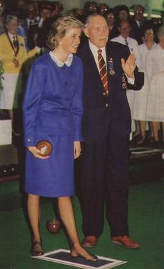 1988-10-11 Diana takes bowling advice from Club President Arthur Goodman after opening the new Indoor Bowling Green Stadium at the Luton Indoor Bowls Club in Bedfordshire