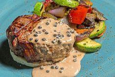 Cyril Lignac dévoile sa recette du filet de bœuf au poivre, salade d'épinards, et fait voyager nos papilles Filets, Baked Potato, Steak, Potatoes, Baking, Ethnic Recipes, Alsace, Menu, Eat Right