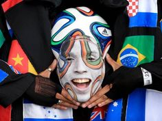 A fan of the ball (© Mike Egerton/PA Wire/ABACAPRESS.COM)