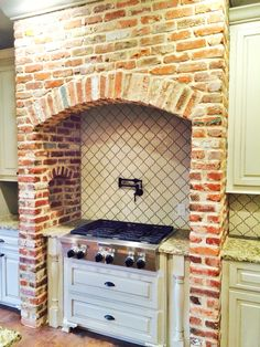 Brick arch over range stove Brick Fireplace Makeover, Stove Fireplace, Fireplace Kitchen, Kitchen On A Budget, Home Decor Kitchen, Kitchen Ideas, Kitchen Furniture, Furniture Design, Kitchen Stove