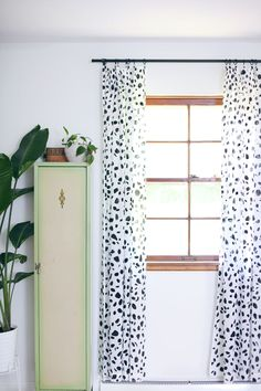 DIY: spotted curtains