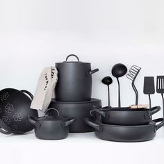 6 Elegant Cookware Lines, Italian Edition Designed by Enzo Mari for Zani & Zani, the Cookware Set is available in black (featuring a nonstick coating) or brushed stainless. The ensemble includes