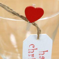 Pacote com 10 unidades de mini prendedores! #mini #prendedores #coração #vermelho #rosa #branco Compre aqui: http://www.elo7.com.br/grampinhos-coracao/dp/3F2490