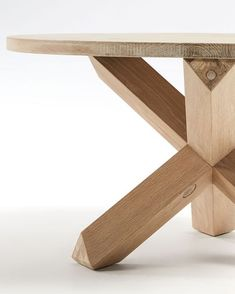 Mesa de centro Lotus Ø 65 cm madera | Kave Home® Gym, Wood, Solid Wood, Round Coffee Tables, Solid Oak, Light Colors, Centerpieces, Woodwind Instrument, Timber Wood