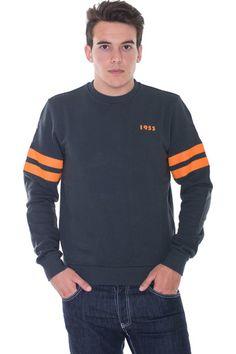 Buy online man cotton sweatshirt by Pirelli PZero  for € 38,00 on Luxyuu. Available now sweatshirt round-neck long sleeve stamp logocomposition: 100% cotton color: antrhacite http://www.luxyuu.com/pirelli-pzero-cotton-sweatshirt-P15797.htm