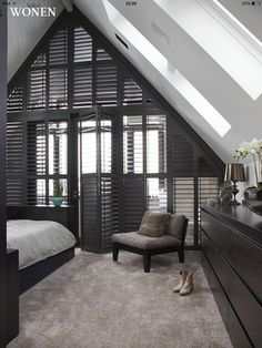 Shutters# zolder slaapkamer # Style At Home, Home Bedroom, Master Bedroom, Window Styles, Home And Deco, Stores, Interior Design Living Room, Home And Living, Home Fashion