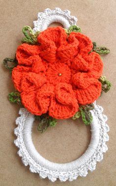 Dicas de Porta Pano de Prato Crochet Leaf Patterns, Crochet Leaves, Crochet Designs, Crochet Flowers, Crochet Towel Tops, Crochet Towel Holders, Crochet Kitchen, Crochet Home, Love Crochet