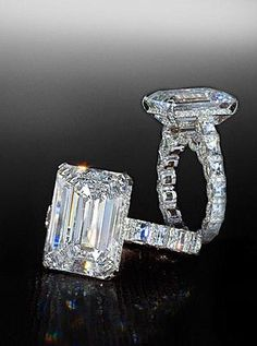 Emerald cut center stone in blaze mounting by Bez ambar.
