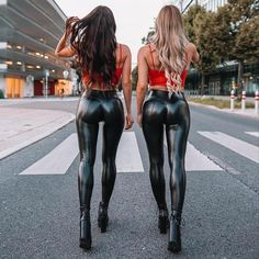 Sexy Outfits, Skinny Leather Pants, Latex Pants, Shiny Leggings, Girls Jeans, Malta, Hot Girls, Sexy Women, Girl Model