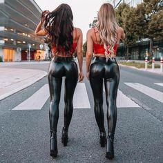 Shiny Leggings, Women's Leggings, Skinny Leather Pants, Latex Pants, Girls Jeans, Gorgeous Women, Beautiful, Sexy Women, Girl Model