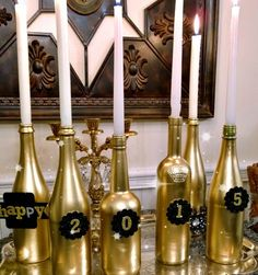 New Year's Decorations and a Party New Years decorating ideas, New Year's wine bottle candles, New Years diy, New Years Eve Decorations, Casino Decorations, Wine Bottle Candles, Wine Bottle Crafts, Wine Bottles, Casino Night Party, Nye Party, Soirée James Bond, Silvester Diy