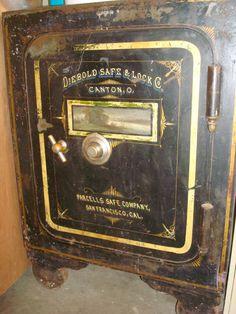 Antique Safe, Western Rooms, Vault Doors, Cash Box, Safe Lock, Bonnie Clyde, Safe Storage, Metal Shop