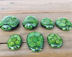 Painted Rock Animals, Hand Painted Rocks, Turtle Painted Rocks, Painted Stones, Painted Rock Cactus, Painted Rocks Craft, Painted Pebbles, Bee Rocks, Octopus Wall Art