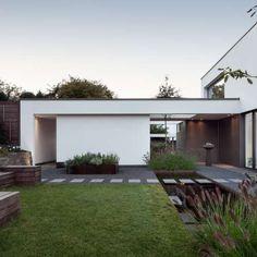 eingangsbereich mit grauwacke natursteinplatten. hochbeet aus, Garten ideen