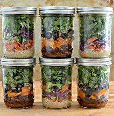 Saladas em potes de vidro preparadas no fíndi para durar a semana toda - Diário Catarinense