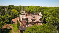 Get your castle on in Kalamazoo, Michigan at The Henderson Castle.  #castles #michigan #hotel