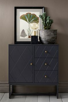 se ellos-home skap-dessi 1016097 Apartment Balcony Decorating, Apartment Interior, Interior Decorating, Interior Design, Furniture Inspiration, Interior Inspiration, Furniture Decor, Painted Furniture, Shabby Chic Nightstand