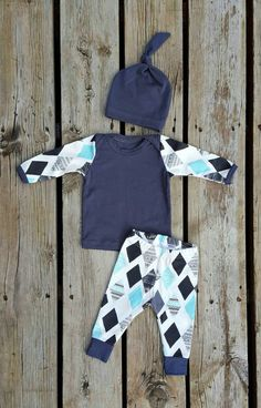 Mod Diamond Coming Home Outfit, Shirt, Leggings, and Matching Knot Hat, Size 0-3 mos, Ready to Ship by brambleandbough on Etsy