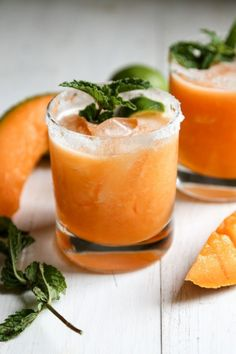 Use fresh, and ripe cantaloupe with silver tequila for this beautiful cocktail recipe! Use fresh, and ripe cantaloupe with silver tequila for this beautiful cocktail recipe! Summer Cocktails, Cocktail Drinks, Fun Drinks, Cocktail Recipes, Alcoholic Drinks, Beverages, Popular Cocktails, Margarita Cocktail, Gastronomia