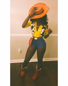 Have a quick look at the best Halloween Costumes for Women which can easily be DIYed. From BFF Halloween costumes to easy peasy & cute Halloween costumes. Black Girl Halloween Costume, Badass Halloween Costumes, Cute Costumes, Disney Halloween, Halloween 2018, Costumes Kids, Group Halloween, Easy Halloween, Costumes For Black Women