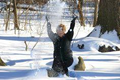 Meeee! Love the Snow! GLoucacelunaphotography