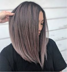 Cocoa blonde or cold cocoa: the trendy color for the new year Balayage Hair Blonde, Brown Blonde Hair, Dark Hair, Brown Hair With Silver Highlights, Gray Balayage, Subtle Ombre Hair, Fall Highlights, Medium Hair Styles, Short Hair Styles