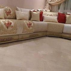Classic Living Room, Living Room Modern, Living Room Designs, Living Room Bench, Living Room Decor, Arabian Decor, Drawing Room Interior, Moroccan Decor, Modern Moroccan