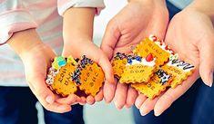 'おなまえ付けを、ちょっと楽しく、ちょっとお洒落に。'―入園・入学 準備として手を焼く、持ち物へのおなまえ付けをちょっと「楽しく」 「素敵」にするアイデアやアイテムをご紹介します。 85th Birthday, Birthday Gifts, Diy And Crafts, Crafts For Kids, Children Crafts, Spring School, Kawaii Jewelry, Wallpaper Samples, Decoden