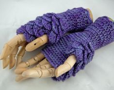 Crochet pattern fingerless gloves dragon scale by ZarrinHandmade