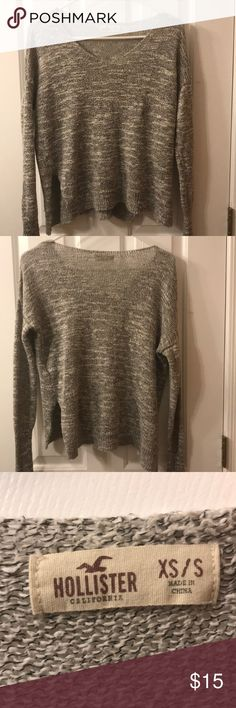 Hollister gray sweater Cute/comfy grey Hollister sweater. Perfect to pair with jeans and booties. Fits xs/s Hollister Sweaters