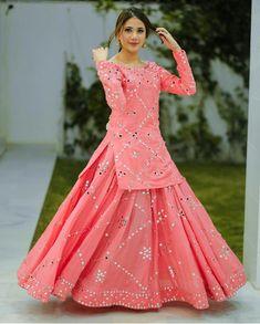 Pakistani Fancy Dresses, Beautiful Pakistani Dresses, Pakistani Fashion Party Wear, Indian Gowns Dresses, Indian Fashion Dresses, Dress Indian Style, Pakistani Dress Design, Indian Designer Outfits, Indian Wear