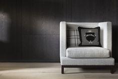 Mit seiner Schlichtheit passt dieser Sessel perfekt in die kalte Jahreszeit und in jede Wohnung. Foto: FINE