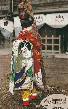 Maiko with kabuki obi. by Naomi no Kimono Asobi, via Flickr